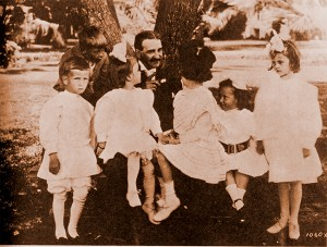 L. Frank Baum tells stories to children at the Hotel del.