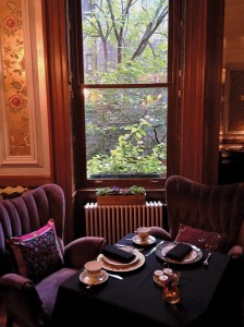 The Inn at Irving Place serves a complimentary continental breakfast every morning in its cozy parlor. On the lower level is an acclaimed lounge, Cibar, as well as Mario Batali's restaurant, Casa Mono, which serves Spanish cuisine.
